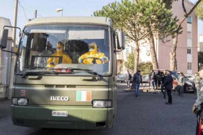 Después de confirmase 17 casos más de contagio, aíslan 10 pueblos en Italia por COVID-19
