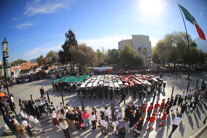 Alcaldesa de Guadalupe Abandera A 100 Planteles Educativos Por El Día De La Bandera