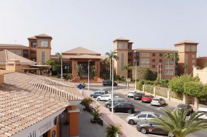 Cerca de mil personas en hotel de España fueron aislados por turista con coronavirus