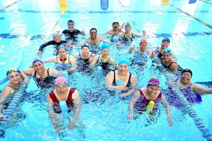 Mejoran adultos mayores calidad de vida con programa acuático