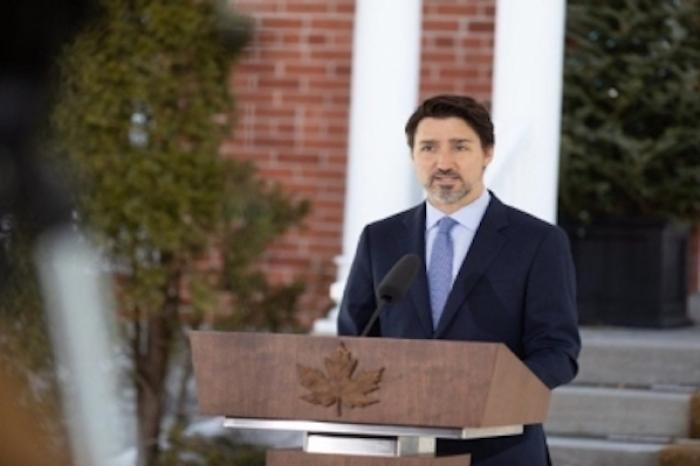 Anuncia Trudeau 56 mmd en apoyos por COVID-19