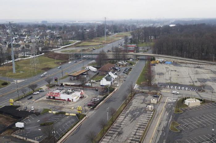 Liberan a más de mil reos en Nueva Jersey para combatir al COVID-19