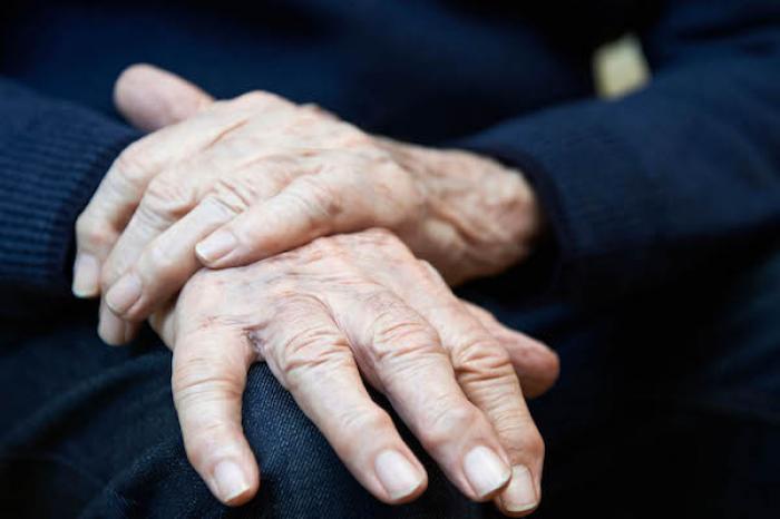 Universitarios ensayan reprogramación celular para entender el mal de Parkinson