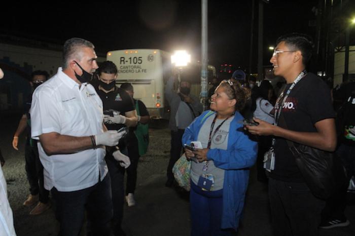 Alcalde de Apodaca inicia operativo entre usuarios del transporte urbano