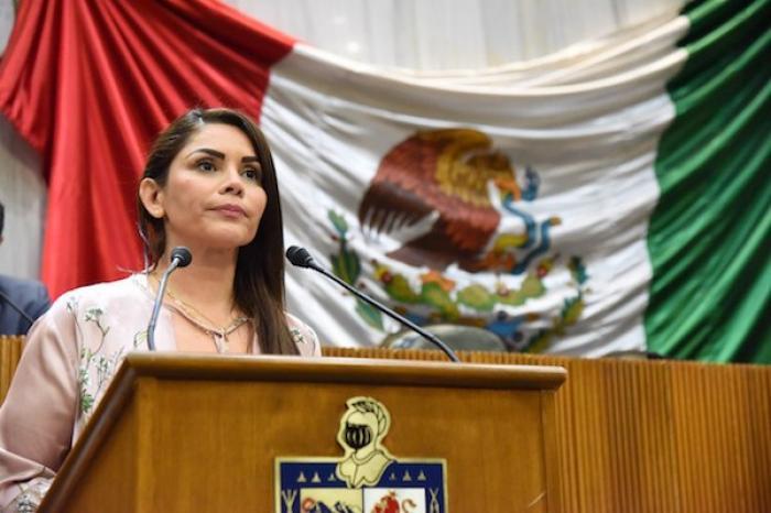 """Llama Karina Barrón a aprobar ya la """"Paridad Total"""""""