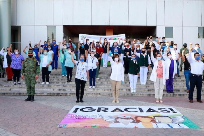 Rinden Homenaje A Médicos Y Enfermeras De Hospital Covid-19 En Guadalupe
