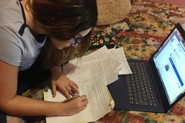 Estudiantes de El Carmen se suman a Estrategia Digital