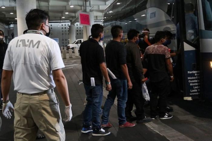 Repatrian a 189 mexicanos desde San Diego y Texas