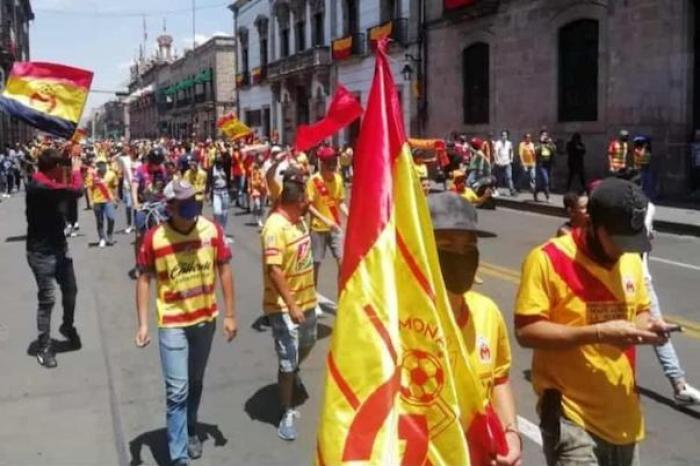 Los seguidores de Monarcas se manifestaron en contra de una posible reubicación y cambio de nombre