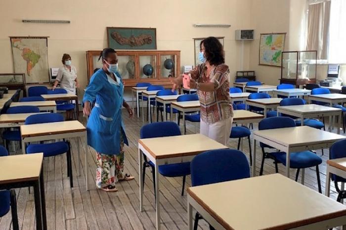 Presenta UNICEF performance para exhortar a la reapertura de escuelas en el mundo