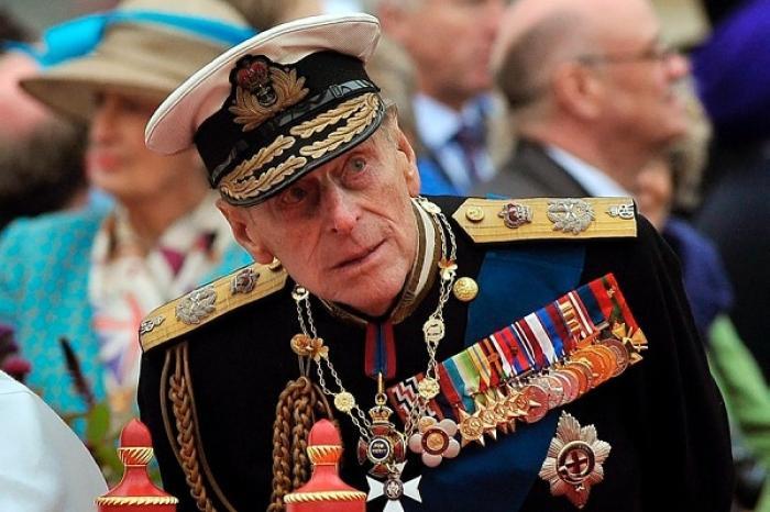 Operan con éxito del corazón a esposo de Reina Isabel II