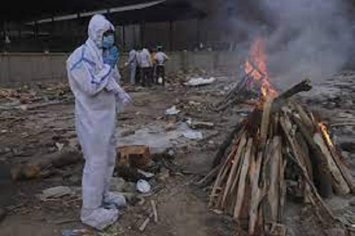 India realiza unas 4 mil cremaciones al día de víctimas de Covid-19