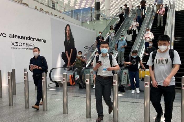 Cancelan vuelos en China ante casos de variante Delta