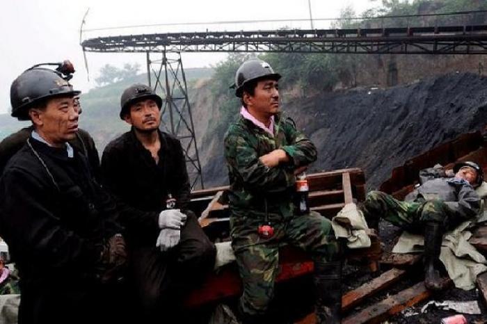 Rescatan en China a 19 mineros que fallecieron tras derrumbe de mina hace un mes
